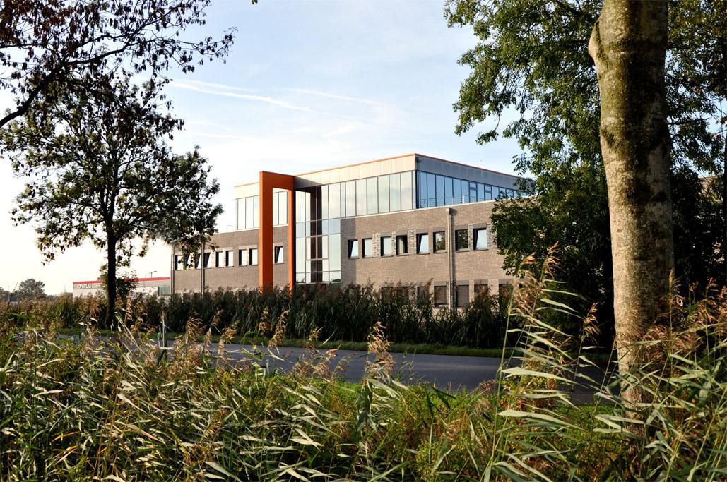 Neubau eines Büro- und Verwaltungsgebäudes für Wärtsilä-Jovyatlas in Jemgum. Fertigstellung war Anfang Oktober 2015